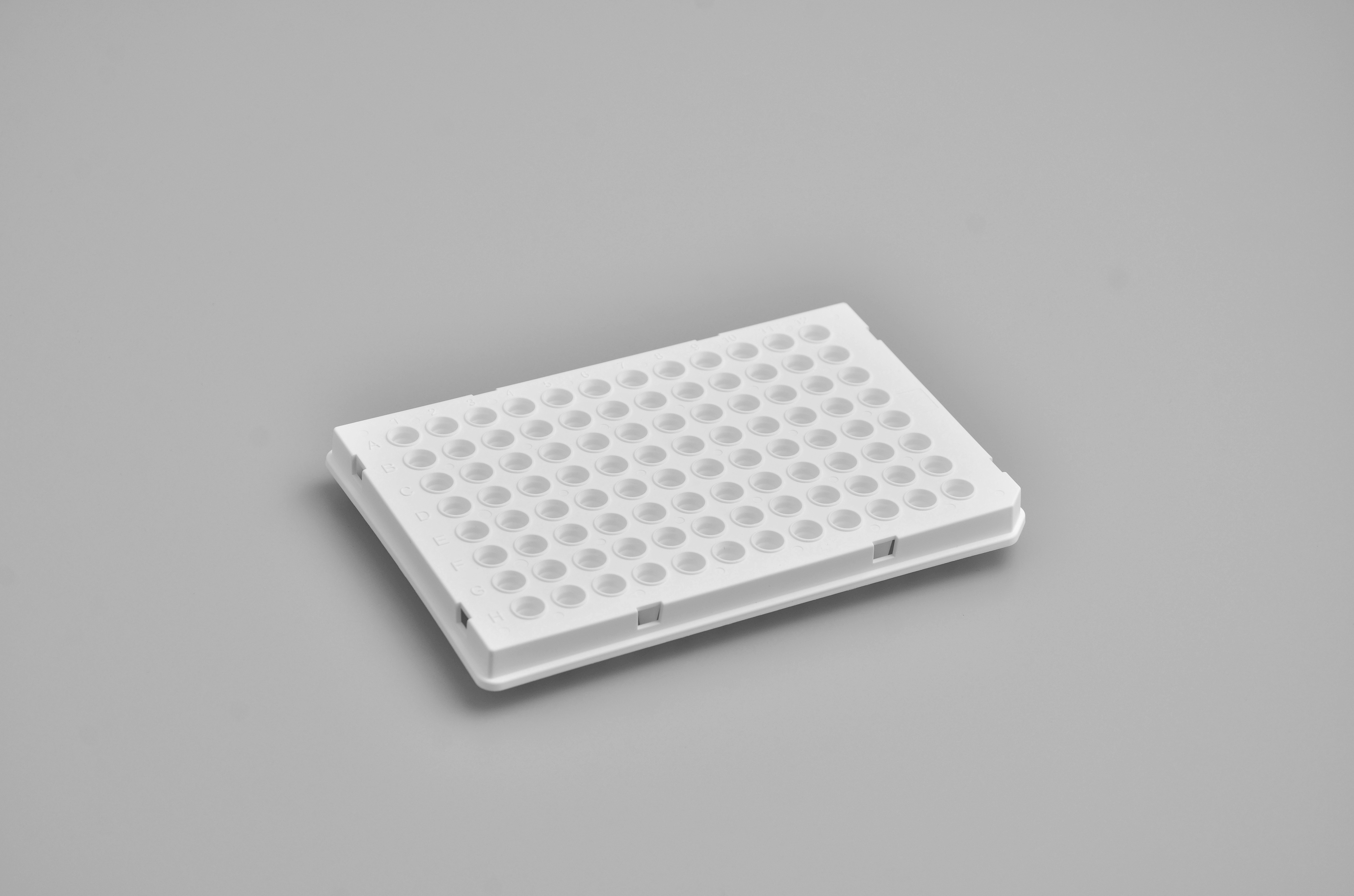 Semi-skirted 0.1mL 96-well qPCR Plate (white, with optically clear sealing film)
